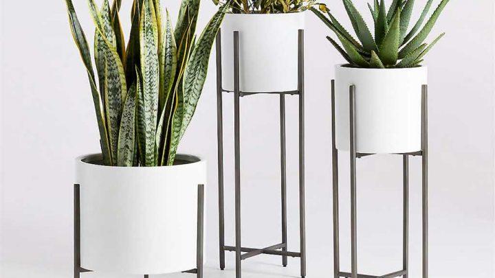 Designerski stojak z donicą na kwiaty do salonu.