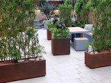 Intrygujące donice ogrodowe z blachy corten